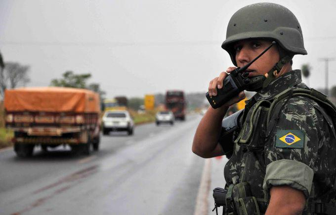 Exército fecha a fronteira -