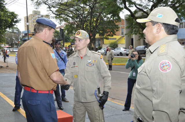 2º Grupamento de Bombeiros de Dourados trocou comando em solenidade na manhã de ontem. - Crédito: Foto: Hedio Fazan