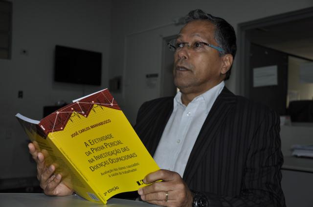 Obra de Manhabusco chega à 2ª edição após sucesso de vendas. - Crédito: Foto: Hedio Fazan