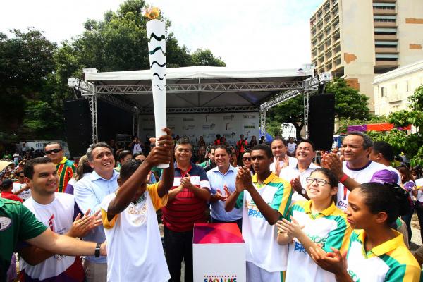 Tocha Olímpica passa por várias localidades do Brasil. -