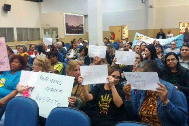 Educadores na Câmara. - Crédito: Foto: Divulgação