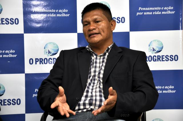 Entrevista com Aguilera de Souza da tribo guarani, é o primeiro vereador indígena de Dourados. - Crédito: Foto: Hedio Fazan