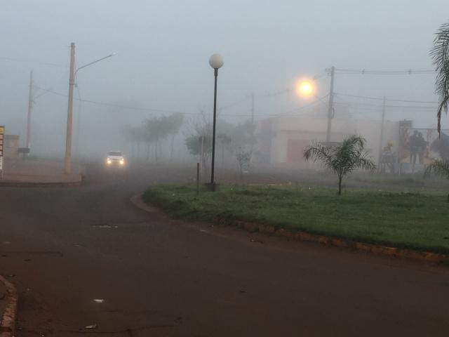 Foto da Avenida José Roberto Teixeira nesta manhã. Por volta das 06h40. - Crédito: Foto: Carlos Buckholz/O PROGRESSO