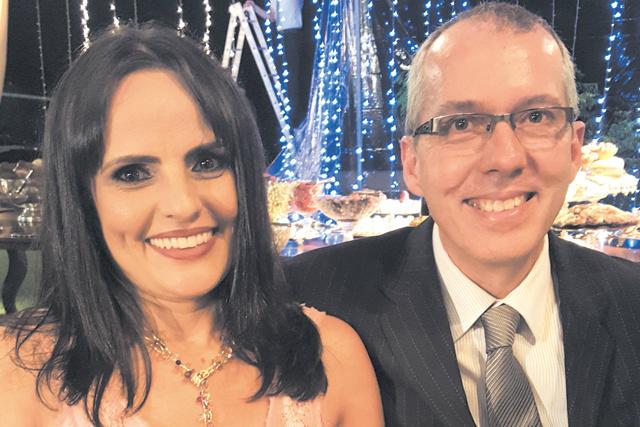 Destaque para o simpático casal Dr. João Gusman, cirurgião plástico e sua esposa, Rosangela - Crédito: Tuxa