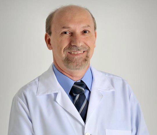 Ademir Baena é fonoaudiólogo e tem consultório em Dourados   -