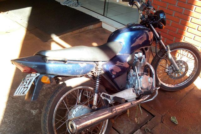 Motocicleta recuperada no Altos do Alvorada pela Polícia Militar teve participação popular com denúncia. - Crédito: Foto: Divulgação/2º BPM