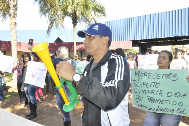 Educadores seguem em greve. - Crédito: Foto: Hedio Fazan