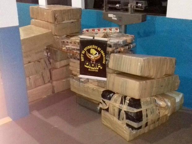 Os 712 quilos de maconha apreendidos pelo DOF na madrugada deste sábado - Crédito: Foto: DOF/Divulgação