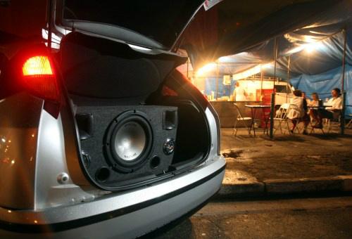Homem é multado, tem carro e som apreendidos por poluição sonora -