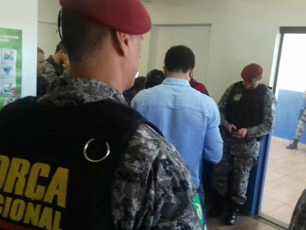 Força Nacional reunida com policiais da região e MPF, em Caarapó - Crédito: Foto: Diogo Nolasco/ TV Morena