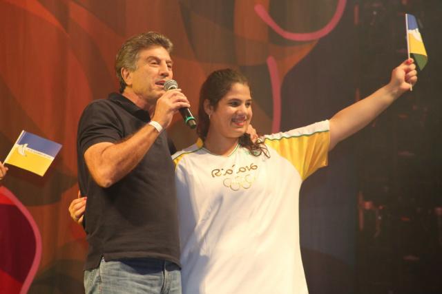 Prefeito Murilo, ao lado da judoca douradense Camila Gebara, destaca a importância do evento. - Crédito: Foto: A. Frota