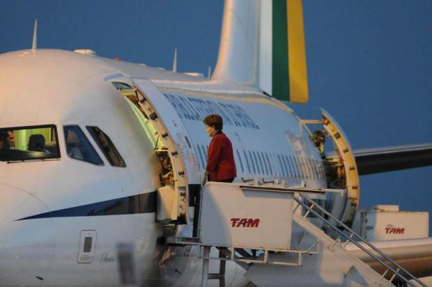Vaquinha para pagar viagens de Dilma em aviões já arrecadou R$ 70 mil -