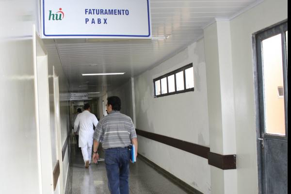 Hospital Universitário diz que cortes foram feitos devido a dívida de R$ 21 milhões -