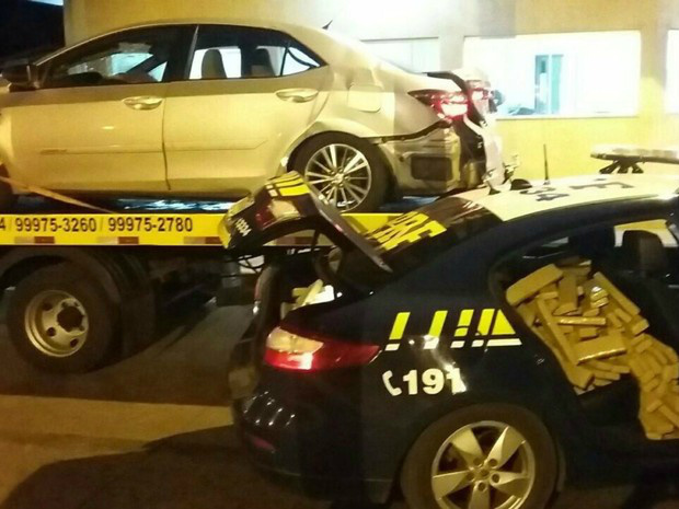 Carro que estava com a droga se envolveu em acidente - Crédito: Foto: PRF/Divulgação