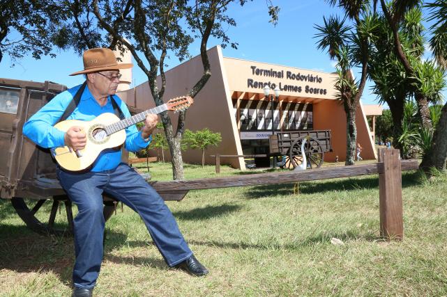 Cantor e compositor, Dito Freitas tem quase seis décadas de carreira. O 4º  CD  do violeiro, homenageia a cidade de Dourados. - Crédito: Foto: A. Frota