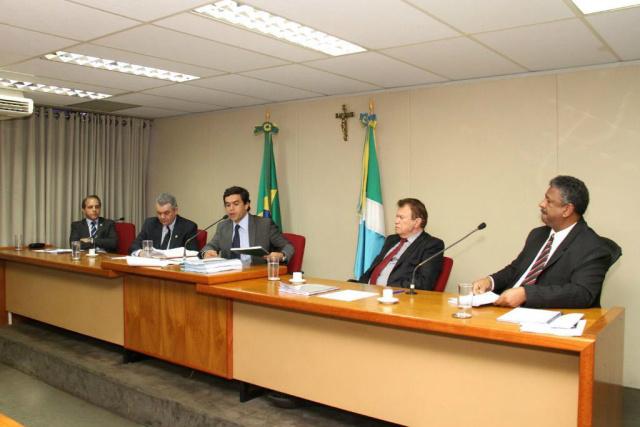Três deputados assinaram documento pedindo providências. - Crédito: Foto:  Wagner Guimarães