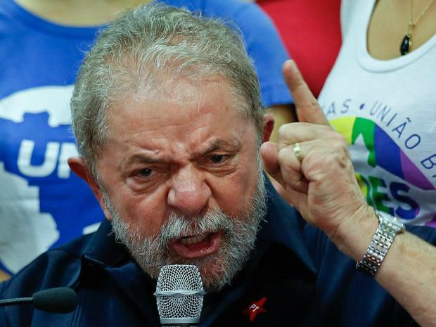 Lula ajudou OAS a ter obra de R$ 1 bi, diz mensagem -