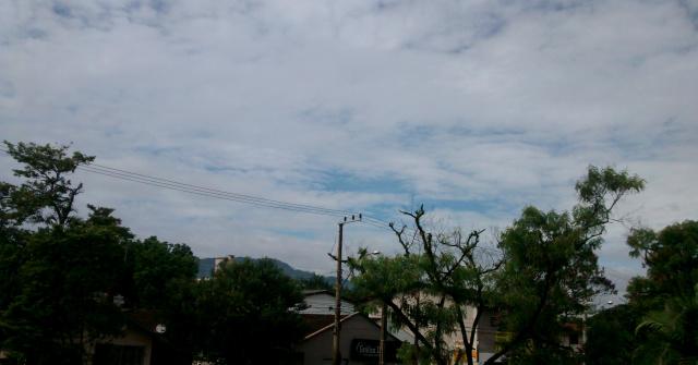 Terça-feira tem previsão de céu nublado e baixa umidade do ar -