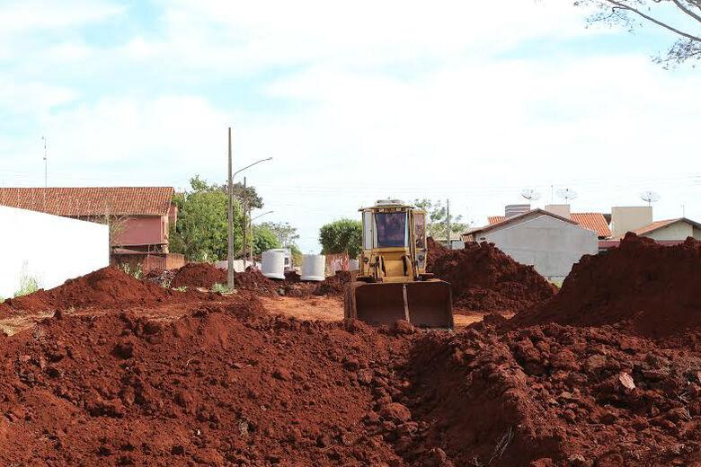 Obras de drenagem avançam no residencial Monte Carlo para posterior início do asfalto esperado há anos pelos moradores Foto: A. Frota/Assecom -