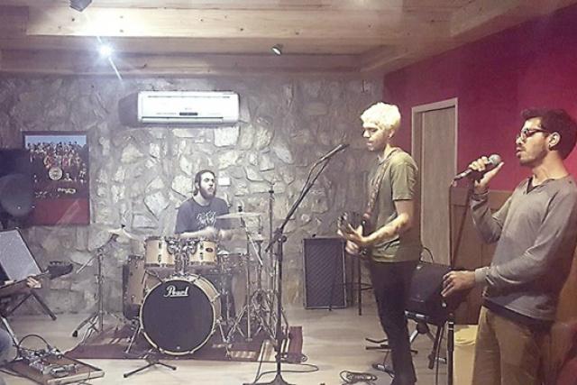 A banda O Santo Chico, criada há quatro anos , fecha o Som da Concha deste domingo. - Crédito: Foto: Divulgação