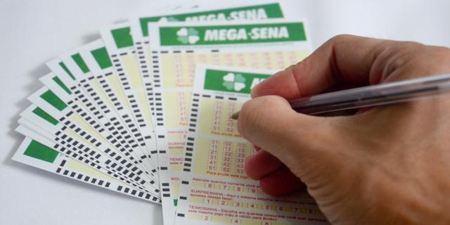 O sorteio do concurso 1.834 da Mega-Sena pode pagar um prêmio de R$ 9 milhões para quem acertar as seis dezenas nesta quarta-feira - Crédito: 6