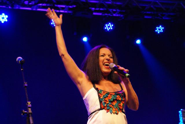A cantora sul-mato-grossense Tetê Espíndola será  a pricipal atração de encerramento da Feira Literária de Bonito, no sábado à noite - Crédito: Foto: Divulgação