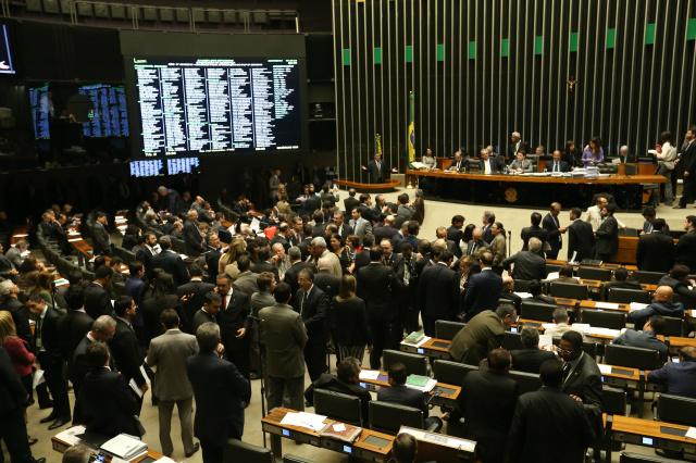 Plenário não atingiu o número mínimo de 257 votos favoráveis para aprovar o regime de urgência. - Crédito: Foto: Fábio Rodrigues Pozzebom/Agência Brasil