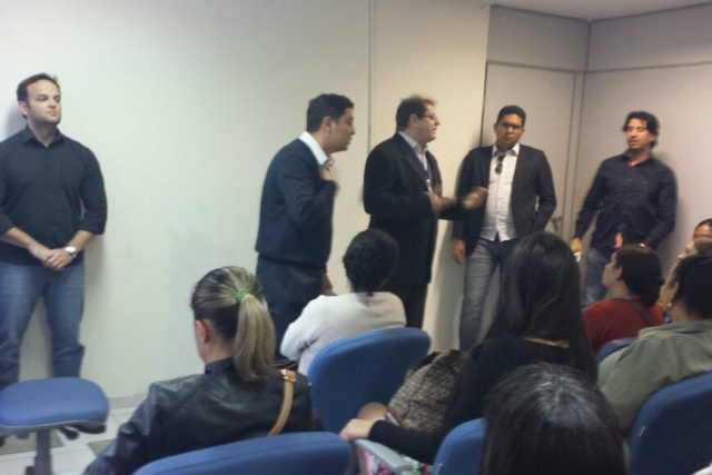 Reunião na última quarta-feira na Caixa Econômica em Dourados. - Crédito: Foto: Divulgação
