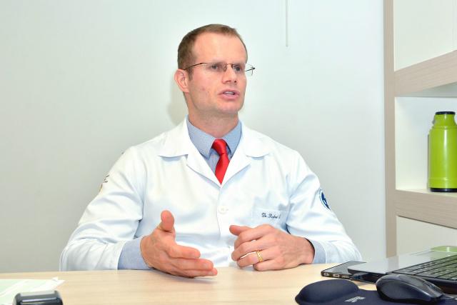 Médico cirurgião de cabeça e pescoço Rafael Susin,  alerta para o diagnóstico precoce  que pode salvar vidas. - Crédito: Foto: Marcos Ribeiro