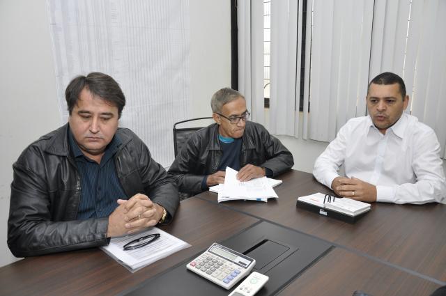 O diretor de contabilidade Rosenildo, diretor financeiro Jorge e o secretário Alessandro. - Crédito: Foto: Hédio Fazan