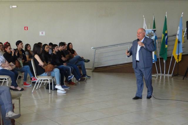 Consultor Mário Petrocchi ministrou palestra no auditório da Aced. - Crédito: Foto: Divulgação