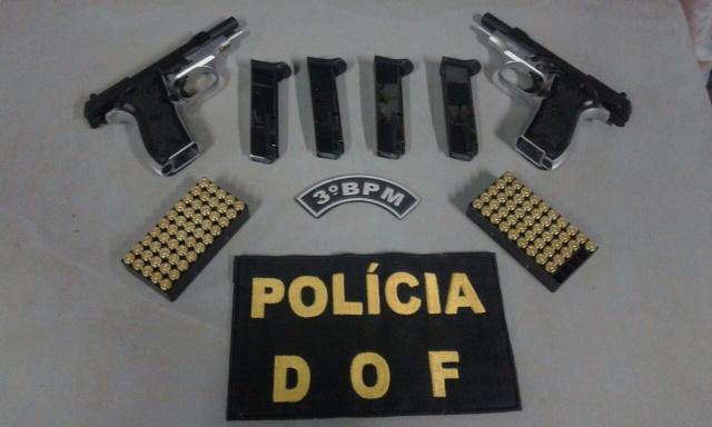 Duas pistolas e munições -
