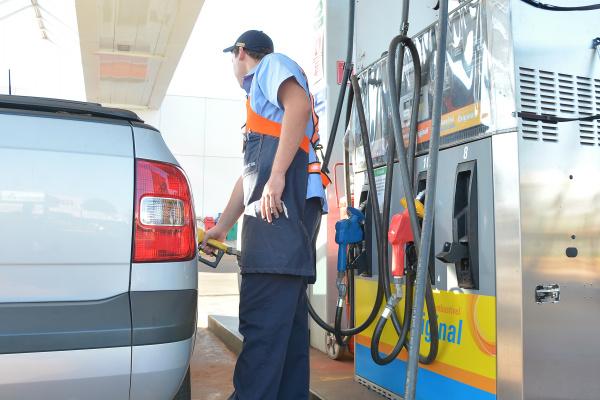 O menor preço encontrado na gasolina foi de R$ 3,490; no Diesel comum foi de R$3,190 e Diesel S10 R$ 3,290 e no Etanol o menor preço praticado é de R$ 2,590. Foto: Marcos Ribeiro -