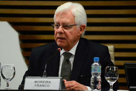 """Reunido com empresários, Moreira Franco disse não ter """"a menor dúvida de que estamos virando mais uma página da nossa crise política""""                              Rovena Rosa/Agência Brasil  -"""