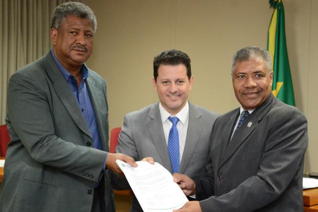 Frente Parlamentar  entregou 15 mil assinaturas para Sejusp. - Crédito: Foto: Assessoria