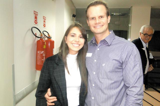 Destaque para o casal: o médico dr. Rafael Susin e a esposa, Suelen Marques Susin. Ele é excelente cirurgião de pescoço. -