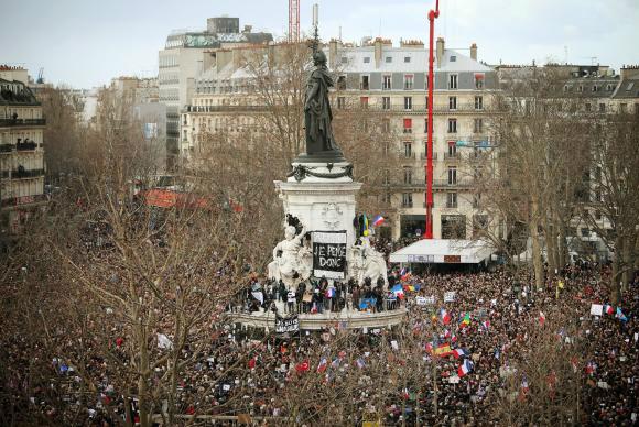 Em janeiro do ano passado, mais de um milhão de pessoas e 40 chefes de estado, participaram da Marcha contra o Terror, após o atentado ao jornal Charlie Hebdo. No final do mesmo ano, outro ataque na capital francesa matou mais de 130 mortos. - Crédito: foto: EPA/Agência Lusa/Direitos Reservados