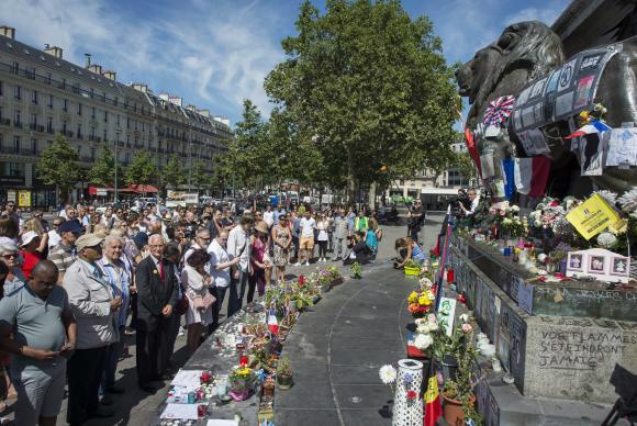 Nice – Franceses fizeram um minuto de silêncio na Promenade des Anglais, pelas vítimas do ataque do último dia 14 de julho, quando um homem atropelou uma multidão que acompanhava a queima de fogos de artifício por ocasião da queda da Bastilha Jeremy Lempi -