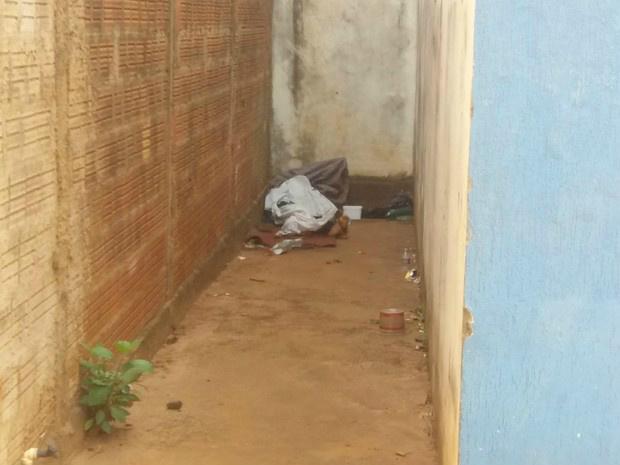 Corpo estava na lateral de salão - Crédito: Foto: Priscilla dos Santos/ G1 MS