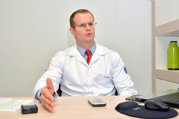 Médico cirurgião de cabeça e pescoço alerta para o câncer de tireoide. Foto: Marcos Ribeiro -