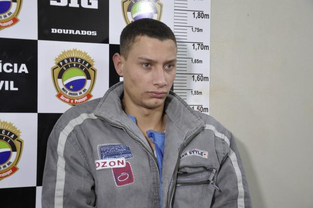 Alex foi preso acusado de roubar moto e assaltar dois postos de combustíveis em Dourados. - Crédito: Foto: Hédio Fazan