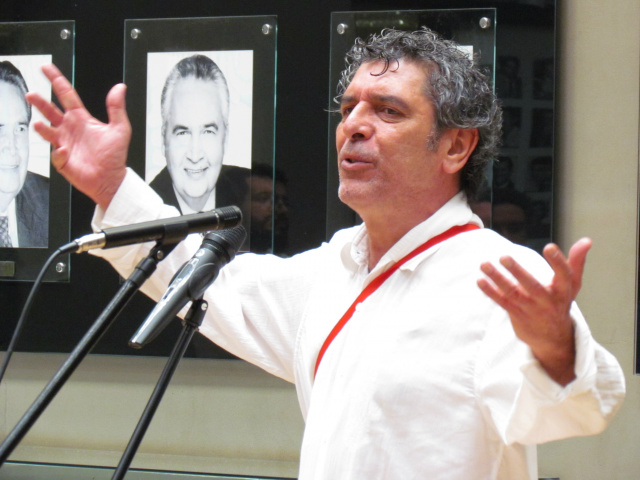 Emmanuel Marinho é um dos convidados para ministrar oficina de Poesia no Seminário de Educação e Cultura  em Campo Grande. - Crédito: Foto: Elvio Lopes