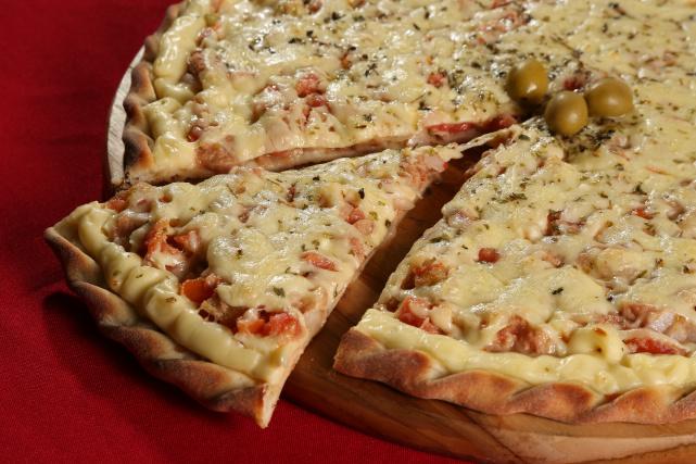 Festival Gastronômico de Dourados tem opções de pizzas também para as pessoas que não comem carne vermelha. - Crédito: Foto: A. Frota