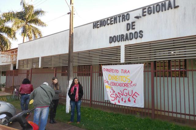 Ação social faz parte das atividades de greve realizadas pela categoria durante o período de férias escolares. - Crédito: Foto: SIMTED