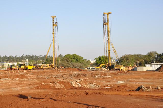 Atacadista Assaí está sendo construído na Coronel Ponciano, próximo a UPA. - Crédito: Foto: Hedio Fazan