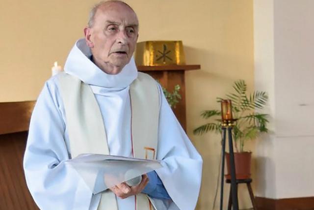 O padre Jacques Hamel, de 84 anos, foi degolado após dois homens armados com faca invadirem a paróquia em que trabalhava em Saint-Etienne-du-Rouvray, na Normandia, nesta terça-feira - Crédito: Foto: AFP