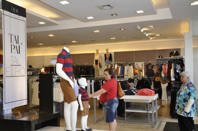 Maioria dos entrevistados, cerca de 78,3%, disseram que pretendem gastar em lojas do centro. - Crédito: Foto: Hedio Fazan
