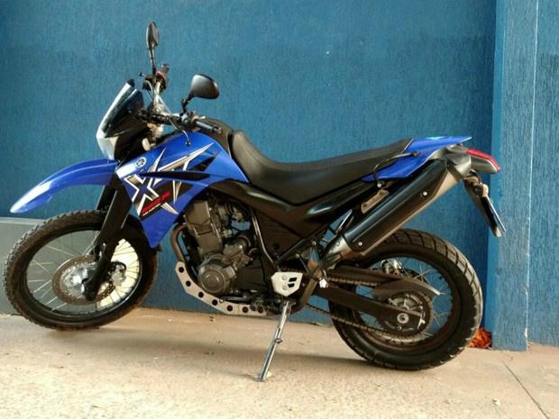 Motocicleta do suspeito apreendida pela Polícia Civil - Crédito: Foto: Fabiano Arruda/ TV Morena