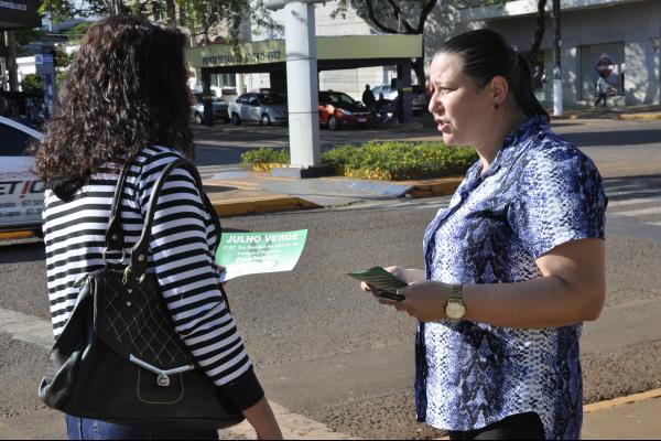 panfletos foram distribuídos na praça Antônio João. Foto: Hédio Fazan -