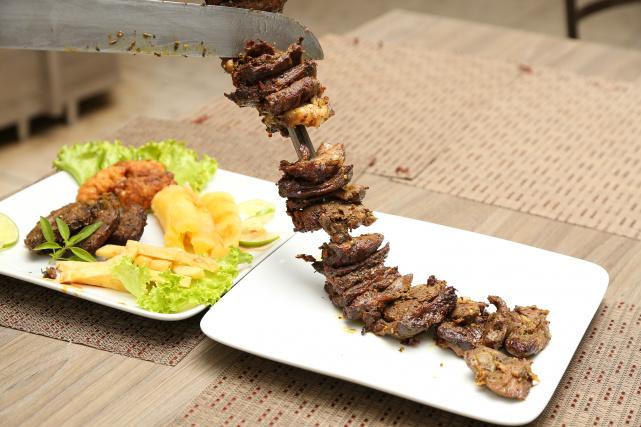 Festival Gastronômico de Dourados tem várias opções de pratos à base de carnes, entre elas o genghis khan e a fraldinha. - Crédito: Foto: A. Frota